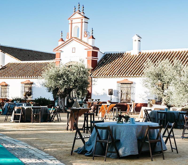 Aperitivo al aire libre en Hacienda para Bodas en Sevilla